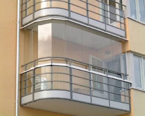 Остекление балконов: материалы и методы