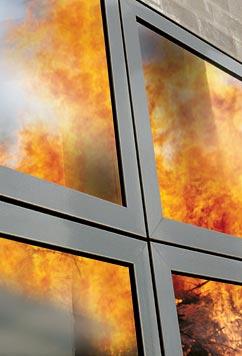 Как ведут себя пластиковые окна во время пожара?